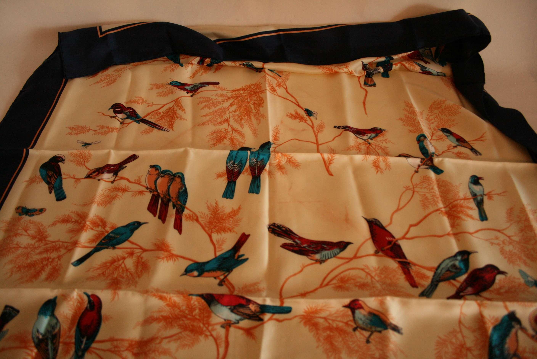 Lot 36 - Carré en soie WEYDERT, motifs aux oiseaux - WEYDERT silk scarf, bird motifs - [...]