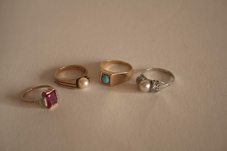 Lot 10 - Ensemble de bagues en or jaune/blanc 750/18ct sertis de pierres - Poids : 15,7 g - [...]