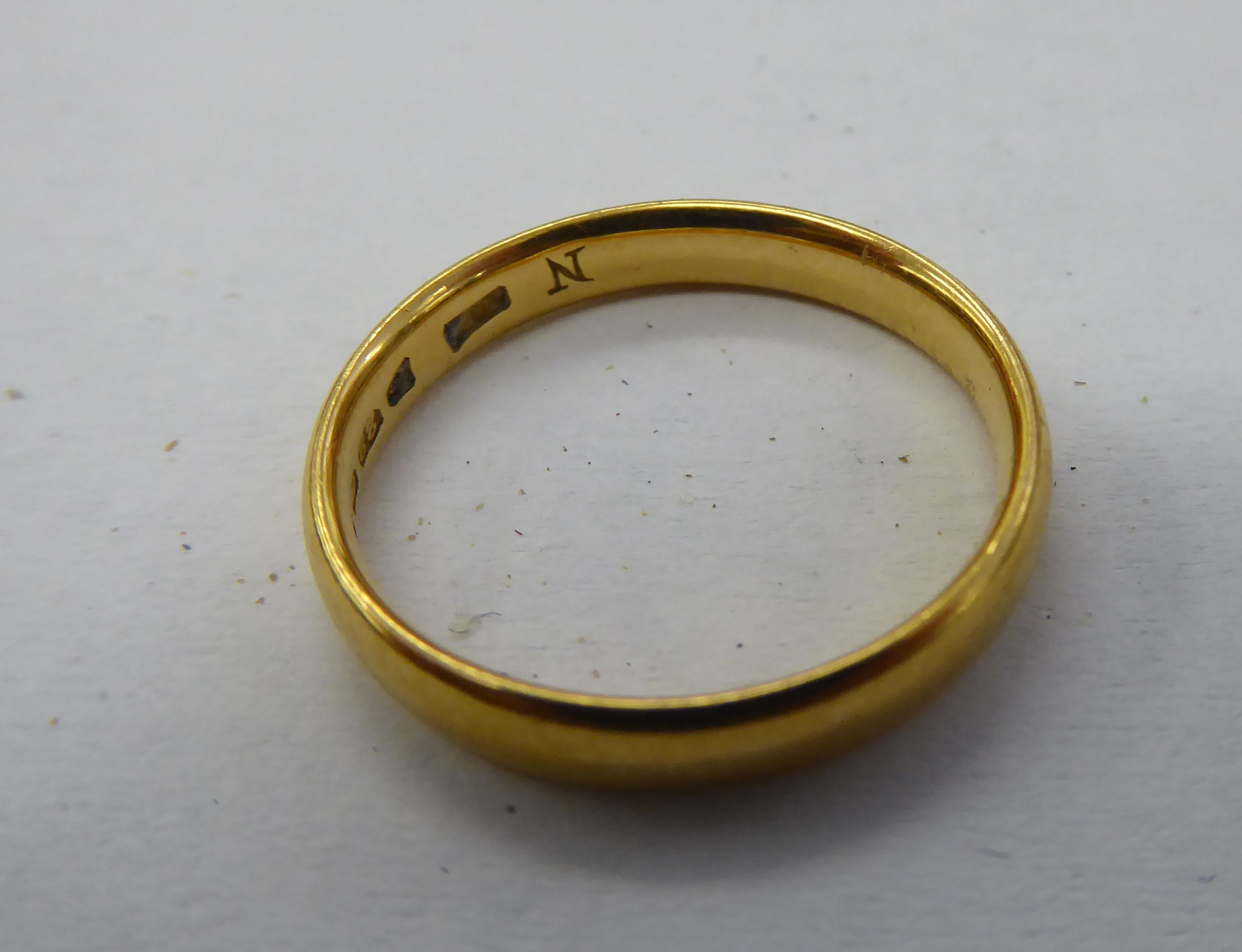 Lot 38 - A 22ct gold wedding ring 11