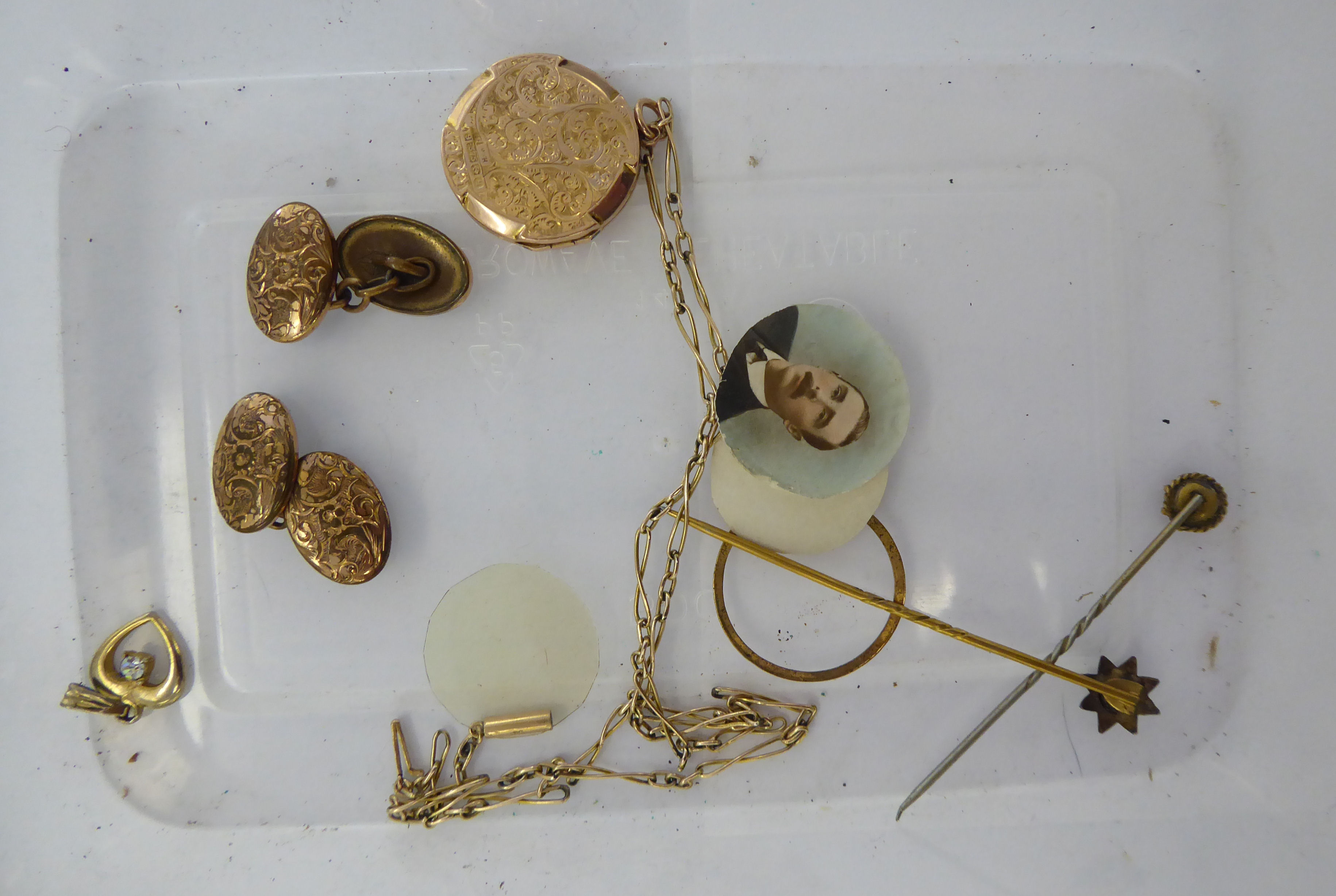 Lot 51 - Gold and yellow metal jewellery: to include a 9ct gold bar link neckchain 11