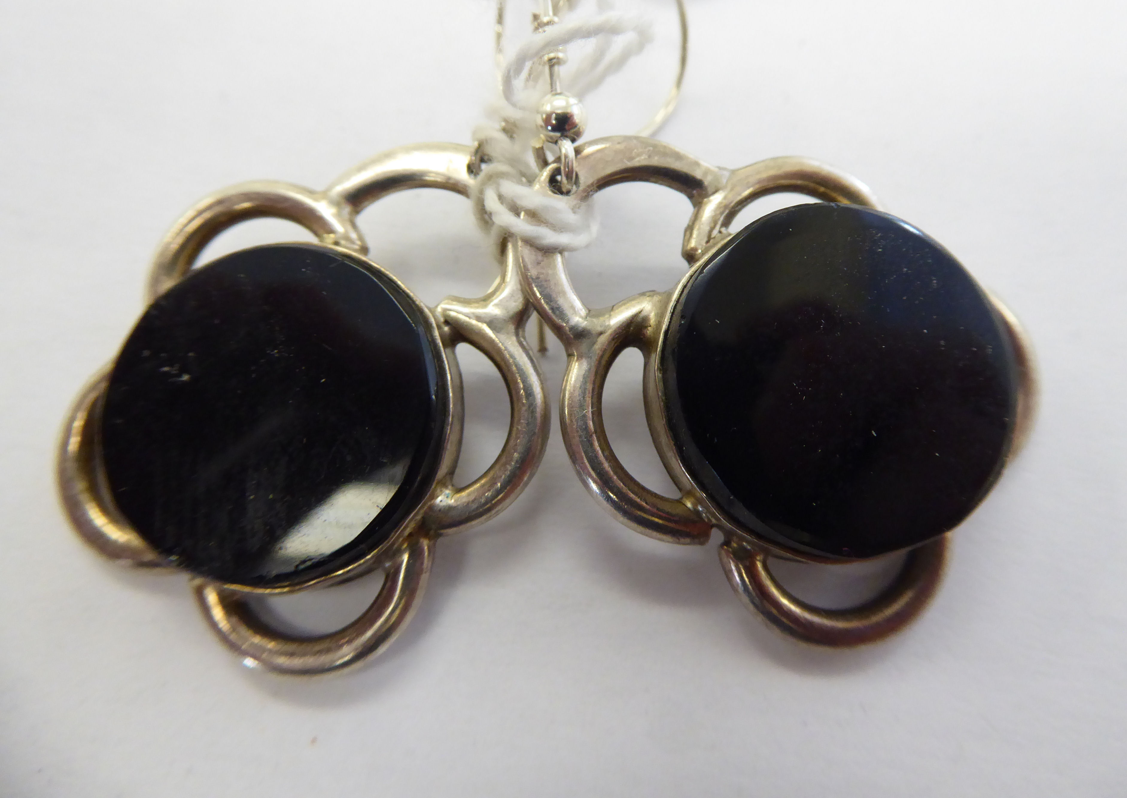 Lot 34 - A pair of silver coloured metal and onyx,