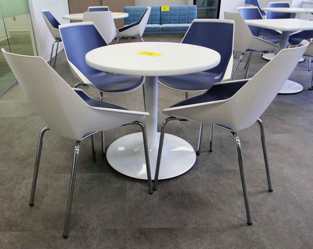ROUND SINGLE PEDESTAL TABLE C/W (4) VIVA CHROME & PLASTIC CHAIRS - Image 2 of 3