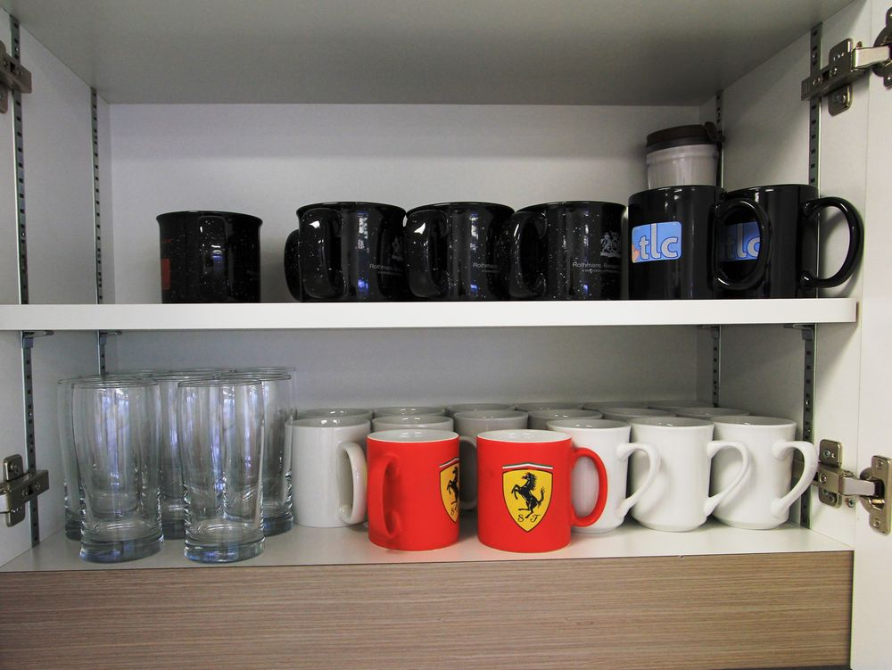 ASST. KITCHEN DISHES, CUPS, ETC. - Image 5 of 7