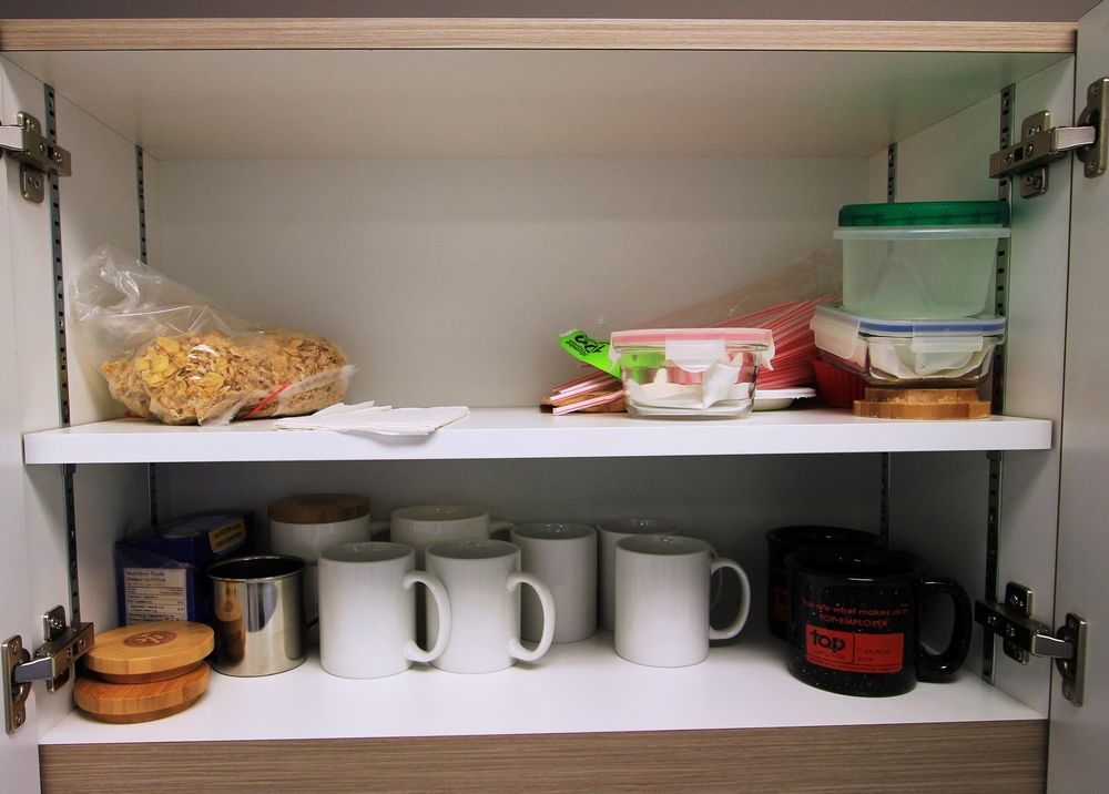 ASST. KITCHEN DISHES, CUPS, ETC. - Image 7 of 7