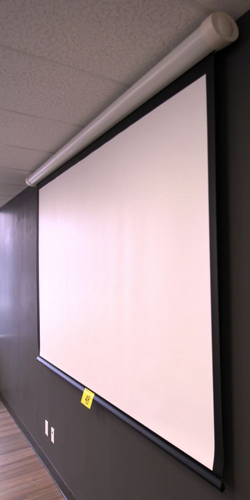 DRAPER WALL MOUNTED ELECTRIC POWERE PROJECTOR SCREEN C/W REMOTE - Image 3 of 4