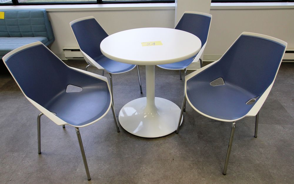 ROUND SINGLE PEDESTAL TABLE C/W (4) VIVA CHROME & PLASTIC CHAIRS - Image 2 of 2