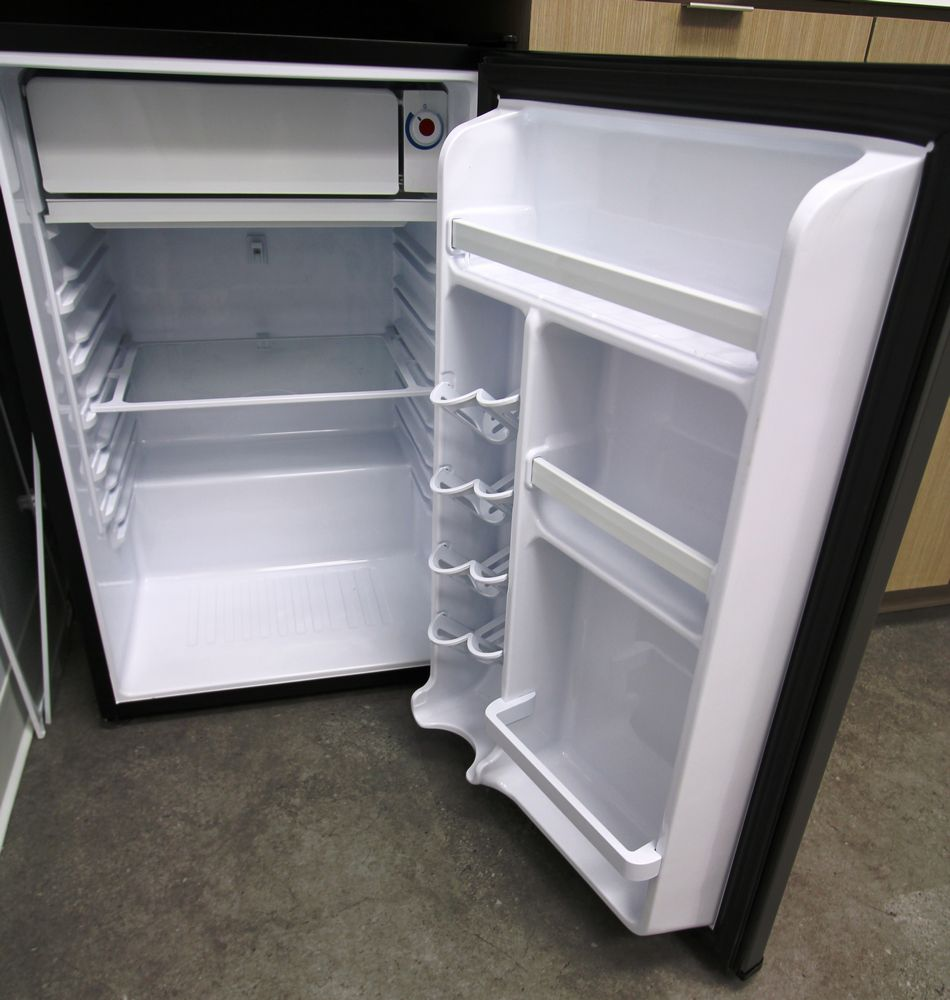 DANBY SMALL UNDER COUNTER FRIDGE - Image 2 of 2