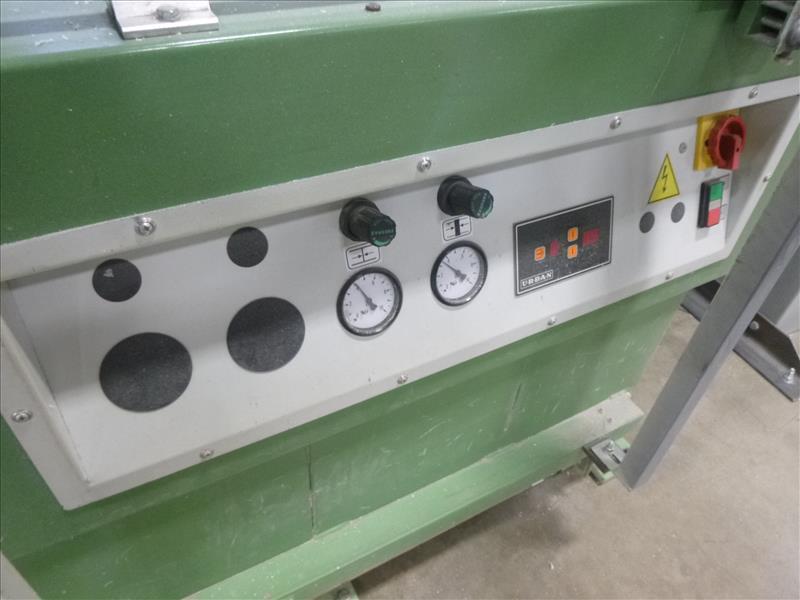 Lot 9 - Urban Machinery 2-point horizontal vinyl welder, mod. AKS-4020, ser. no. C02017 (ca.