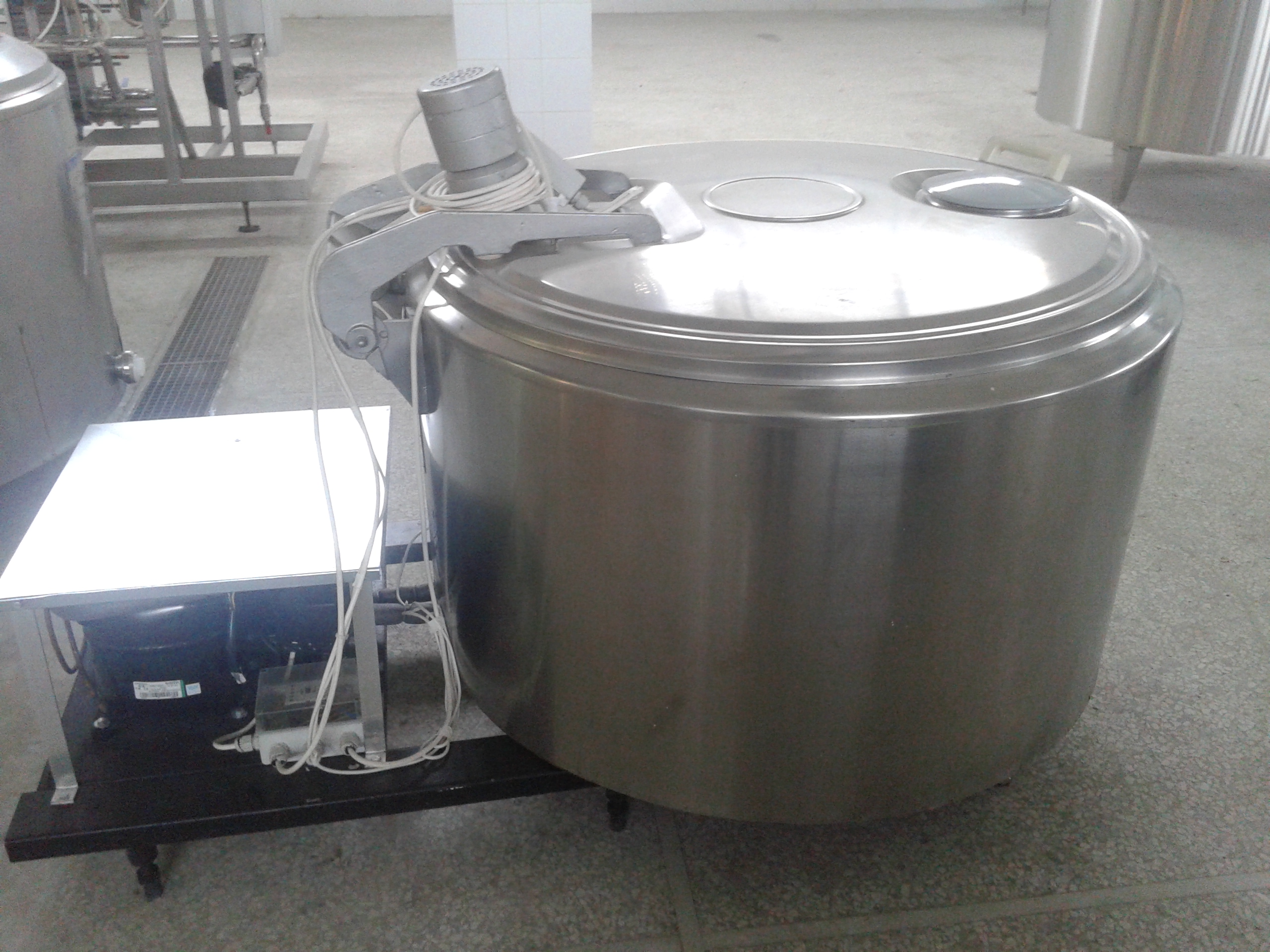 Lot 21 - Serap 393 Liter Milk Cooling Tank, Model 550, Equipped with Top Mount Prop Agitation, On-Board