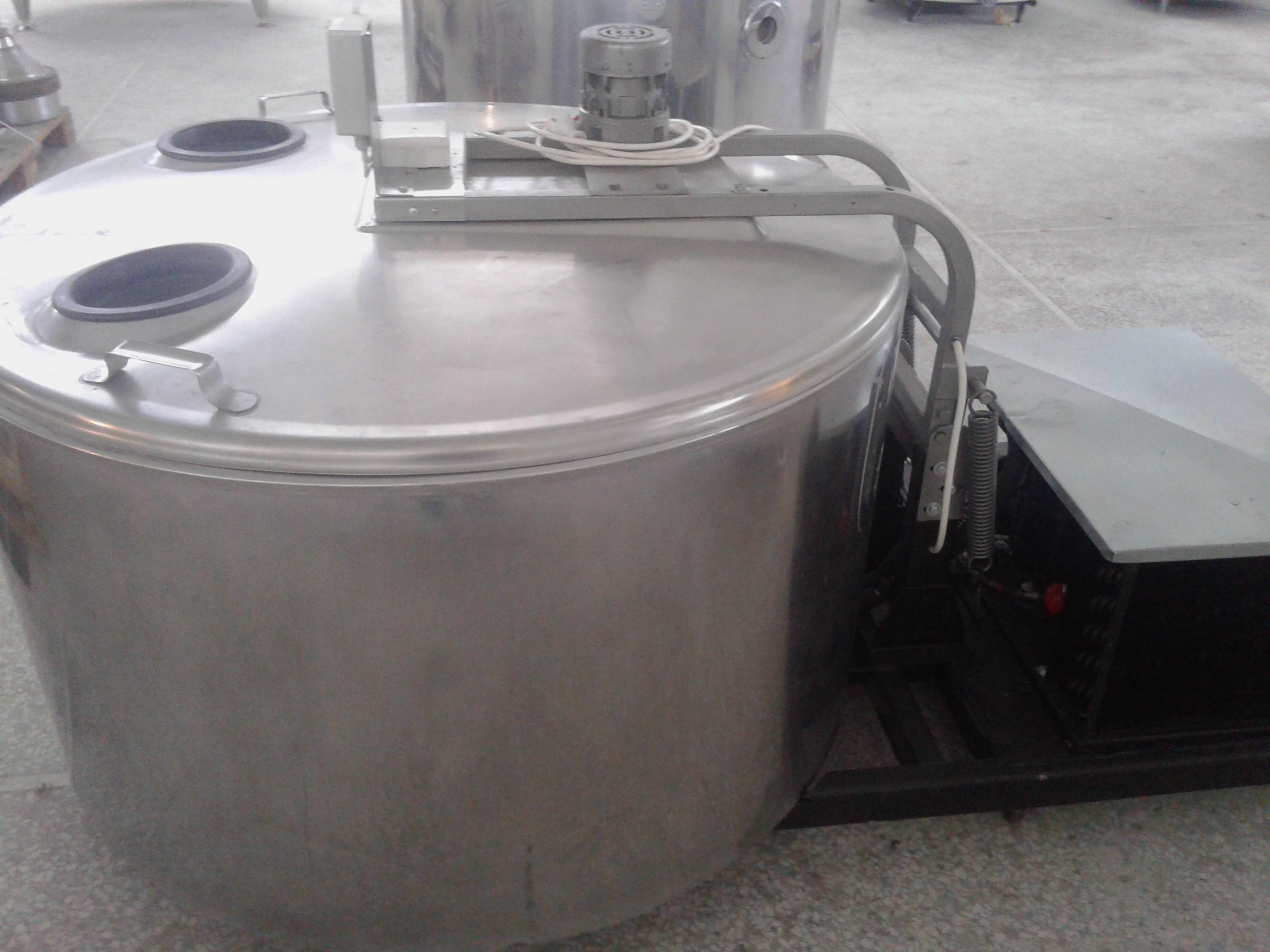 Lot 19 - JAPY 550 Liter Milk Cooling Tank, Model 550, Equipped with Top Mount Prop Agitation, On-Board