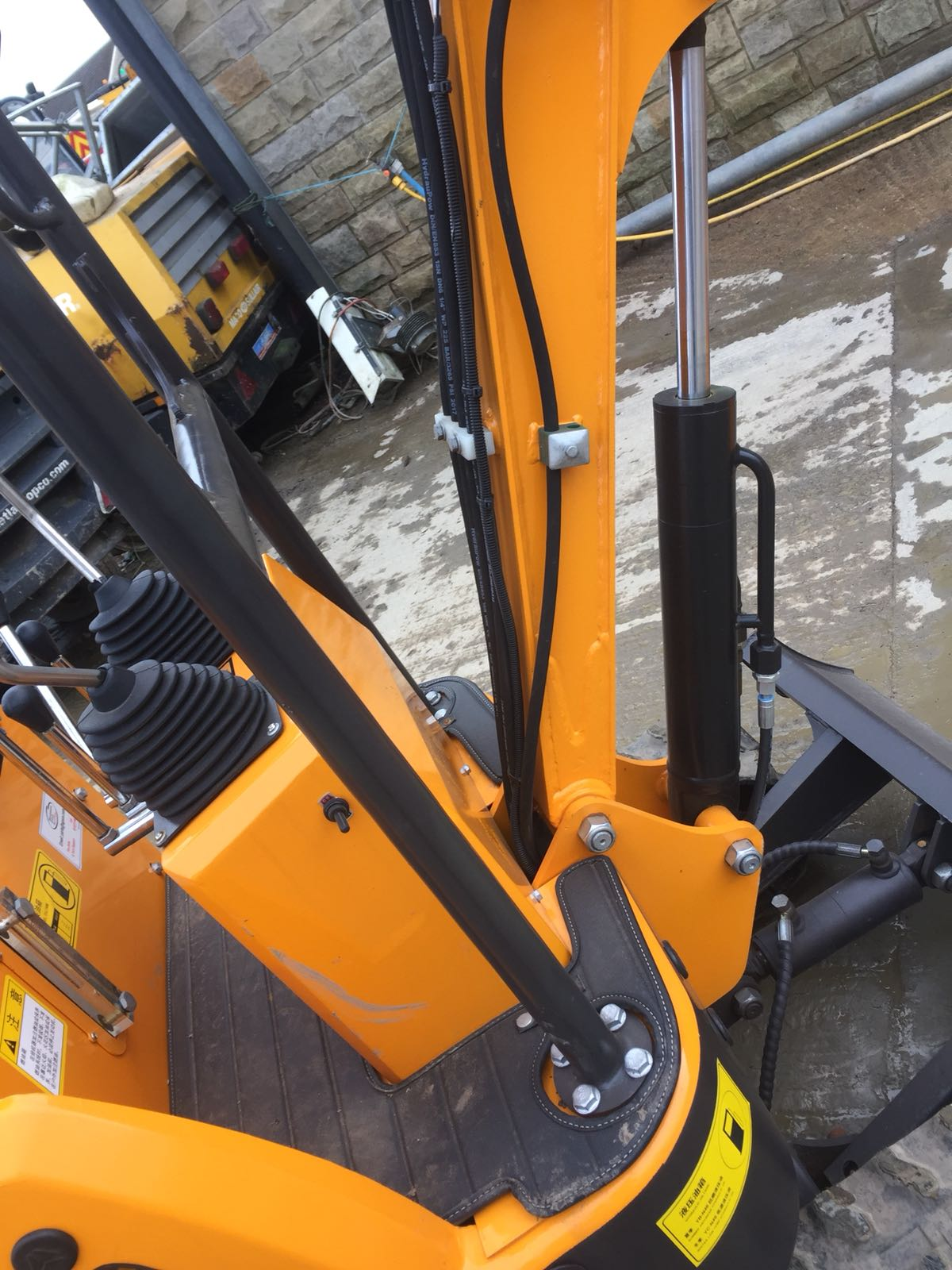 Lot 63 - BRAND NEW MINI TRACKED EXCAVATOR MICRO RHINOCEROS XN08 *PLUS VAT*