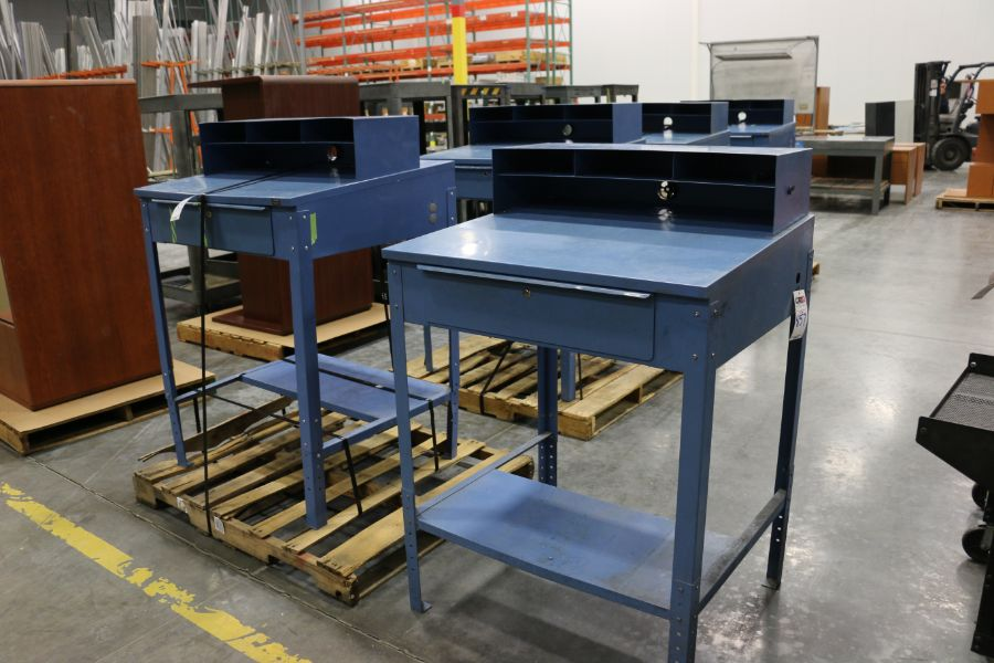 Lot 857 - (5) Work Desk