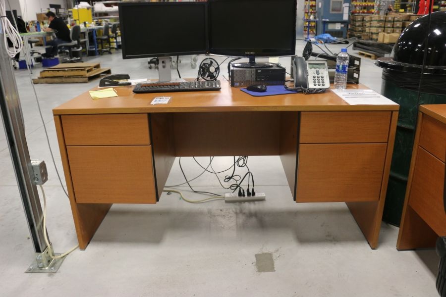 Lot 1061 - Office Desks *No Contents*