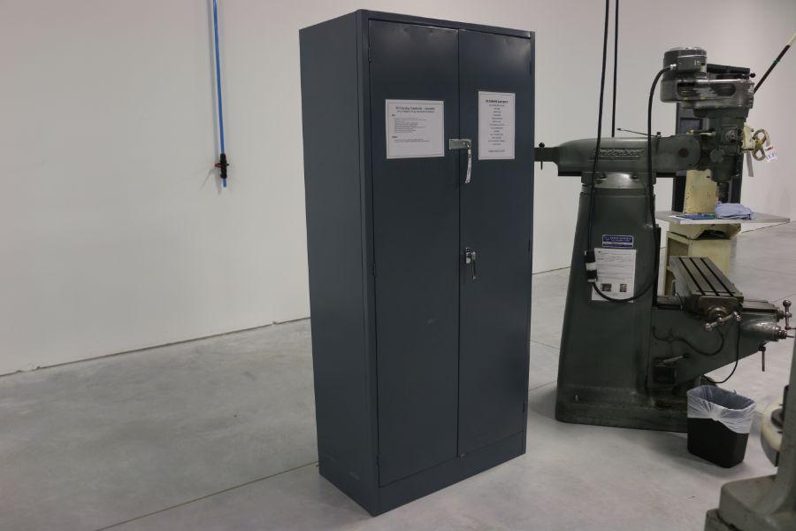 Lot 1041 - 2 Door Cabinets