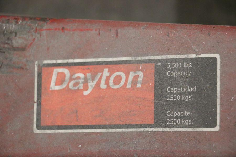Lot 909 - Dayton 5500 Lbs Cap. Pallet Jack
