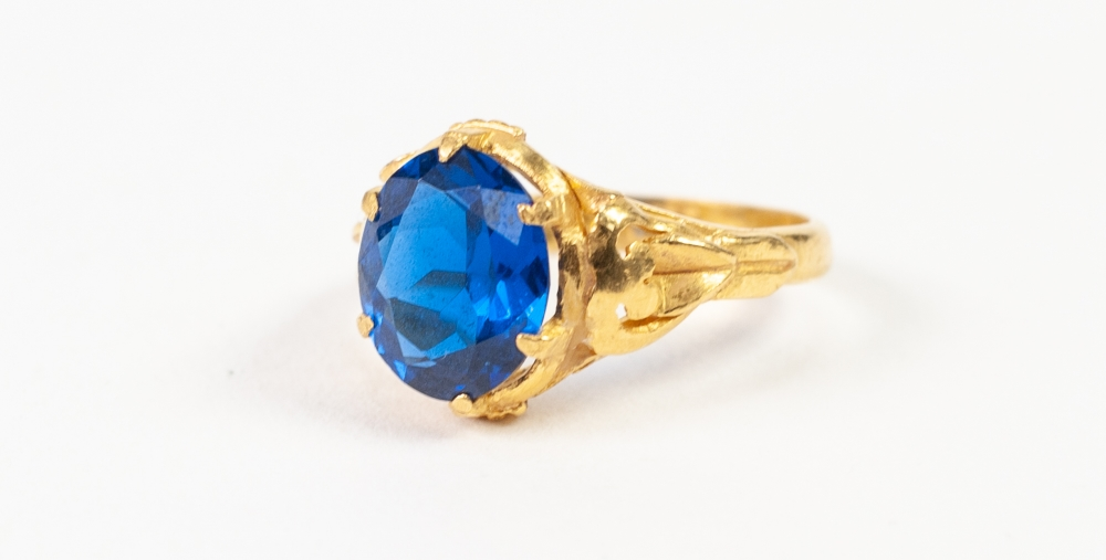 CHINESE 14k GOLD RING, set with an oval blue stone, 5.4gms, ring size 'N/O'
