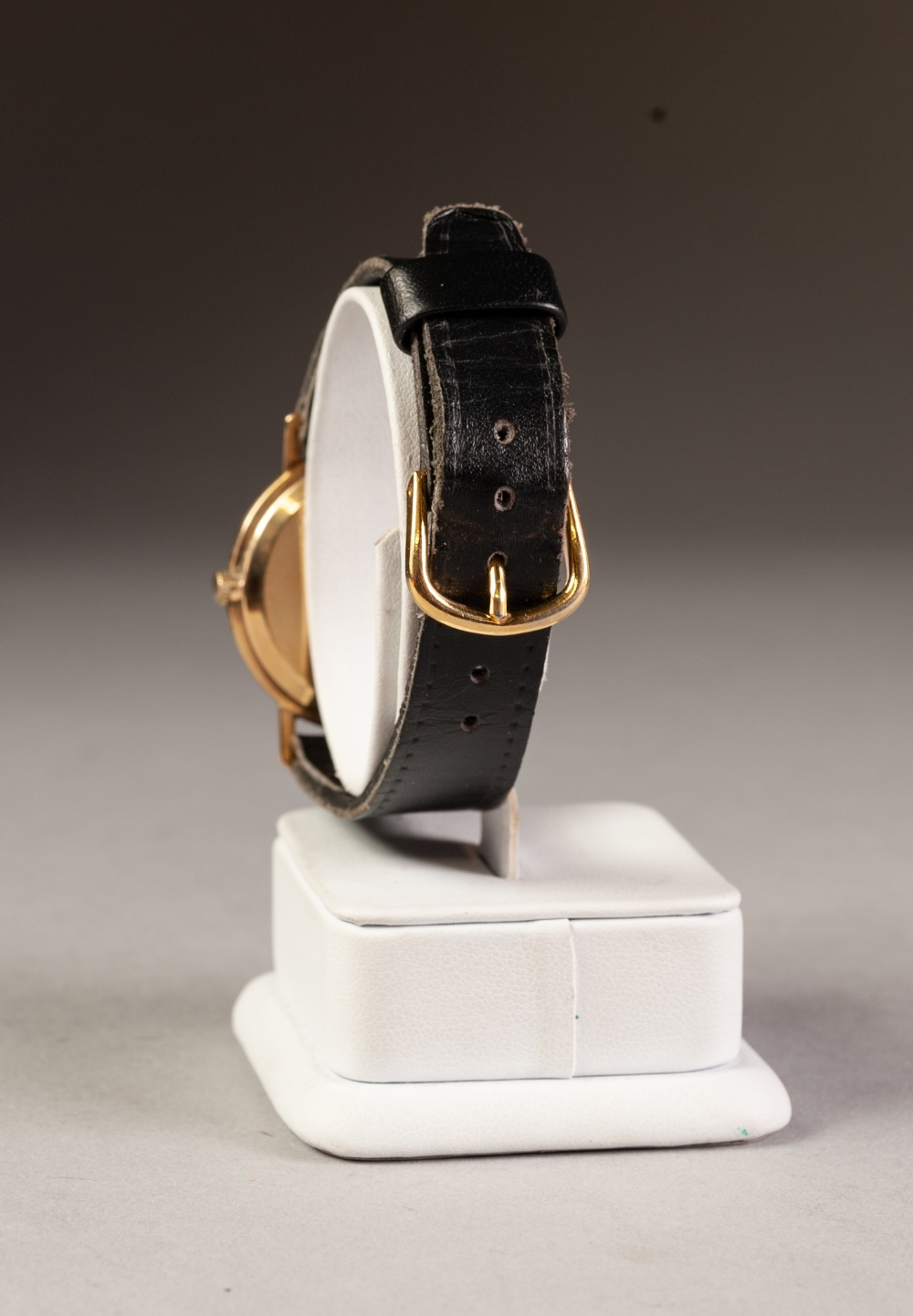 Lot 9 - 9ct GOLD CASED AVIA 17 JEWEL INCABLOC GENTLEMAN'S WRISTWATCH, on leather strap