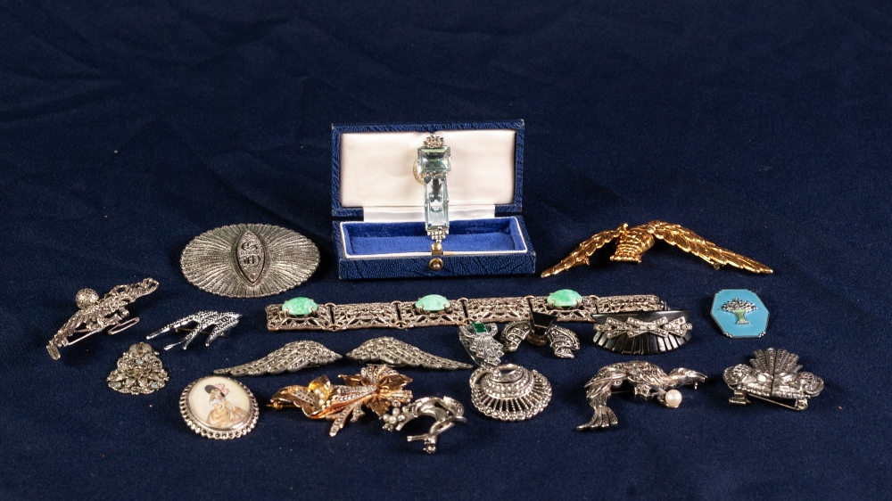 Lot 114 - SELECTION OF SILVER AND MARCASITE SET JEWELLERY