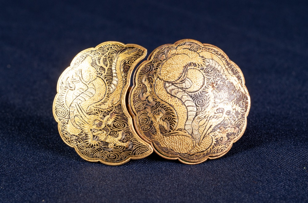 NINETEENTH CENTURY JAPANESE GOLD AND SILVER INLAID METAL MON SHAPED TWO PART BUCKLE, decorated