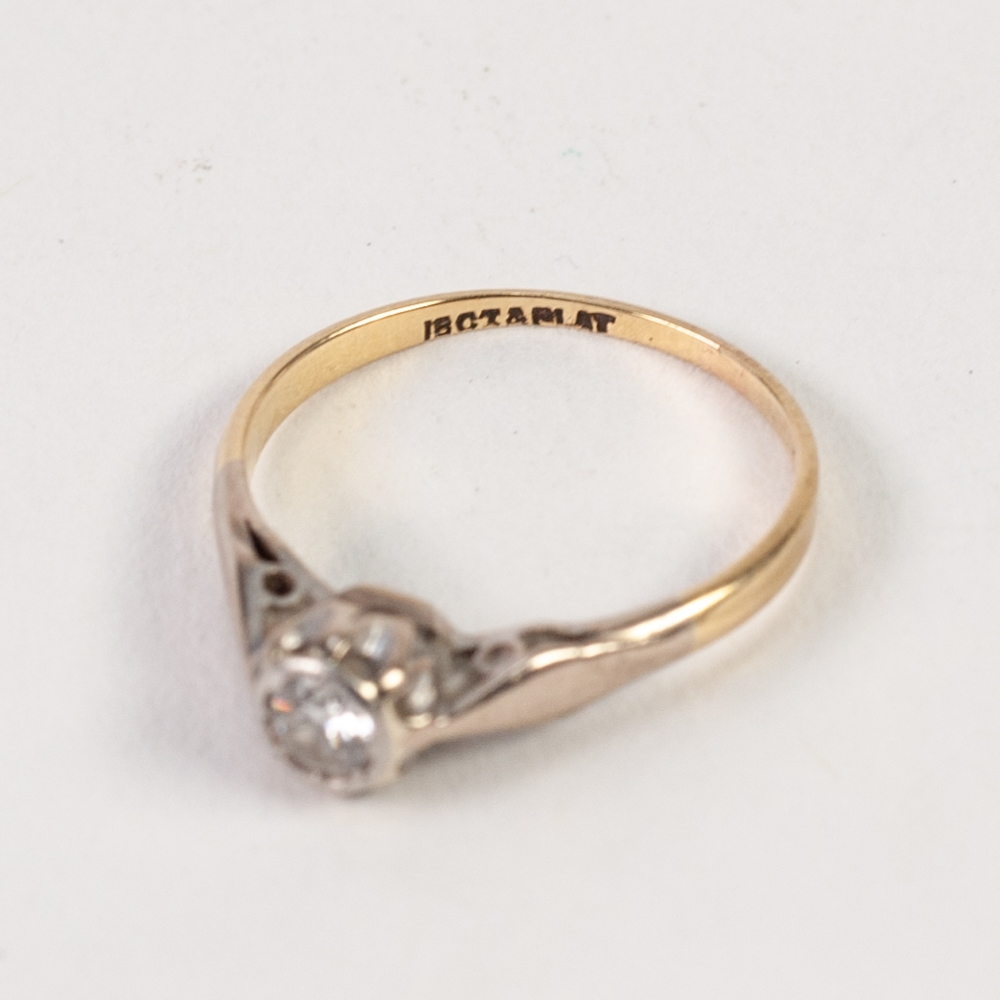 18ct GOLD AND PLATINUM RING, with a solitaire diamond in a rubbed setting, approx .20ct, 2gms,