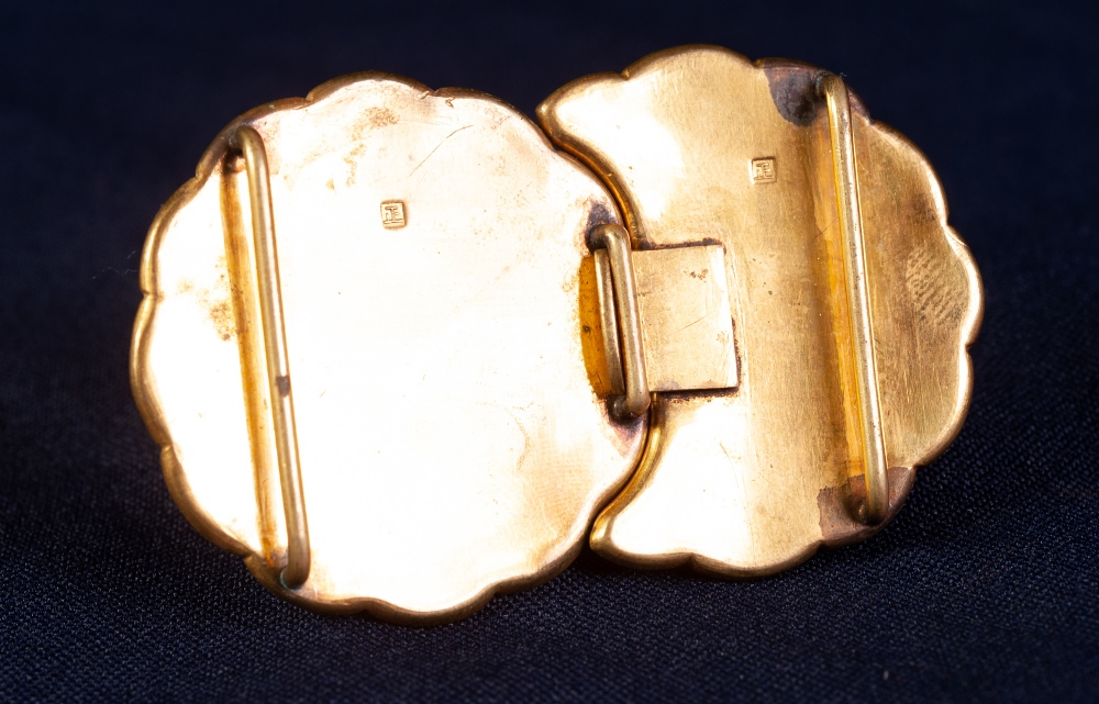 NINETEENTH CENTURY JAPANESE GOLD AND SILVER INLAID METAL MON SHAPED TWO PART BUCKLE, decorated - Image 3 of 4