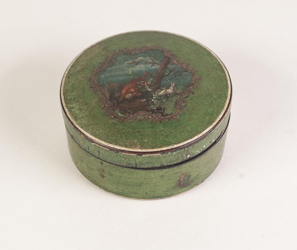 Lot 56 - AN EARLY NINETEENTH CENTURY CONTINENTAL CIRCULAR TORTOISESHELL LINED PAPIER MACHE SNUFF BOX, green