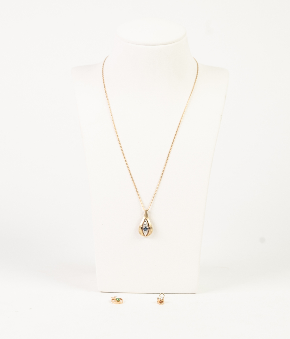 Lot 161 - 9ct GOLD FINE CHAIN NECKLACE and the matt 9ct GOLD TEAR SHAPED PENDANT, set with a sapphire and