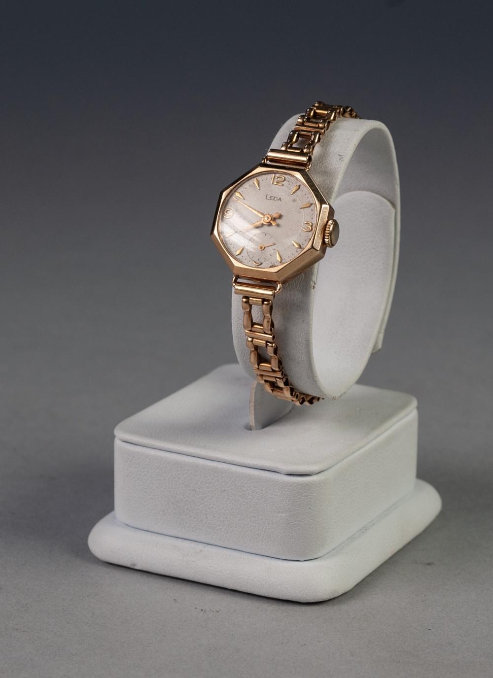 Lot 14 - 9ct GOLD CASED LADY'S LEDA WRIST WATCH, on 9ct gold linked bracelet, 15.0gms gross, in associated