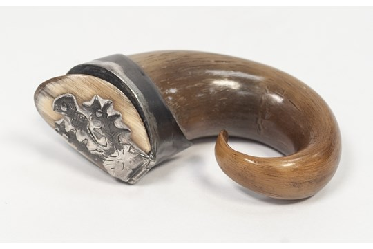 Lot 57 - A NINETEENTH CENTURY SCOTTISH WHITE METAL MOUNTED HORN SNUFF MULL