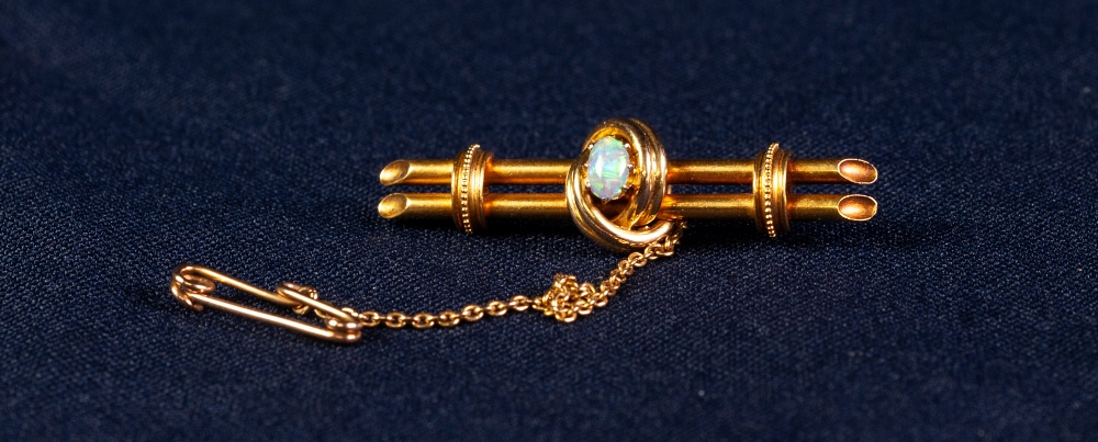 EDWARDIAN 15ct GOLD BROOCH centrally set with an opal, with safety chain, 5.1 gms gross, in case