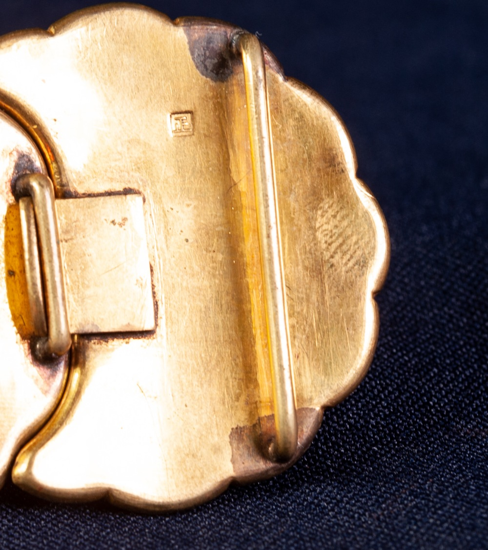 NINETEENTH CENTURY JAPANESE GOLD AND SILVER INLAID METAL MON SHAPED TWO PART BUCKLE, decorated - Image 4 of 4