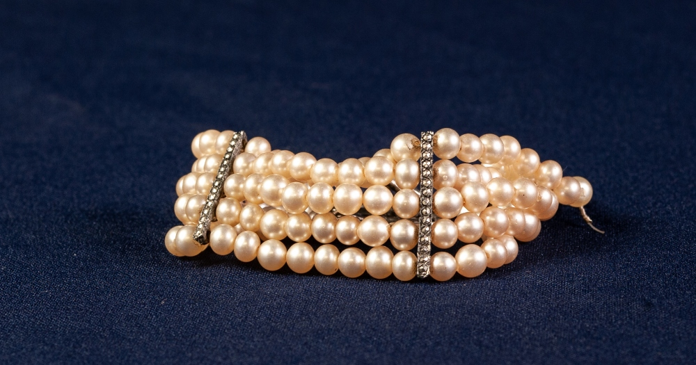 FINE STRAND SIMULATED PEARL AND WHITE METAL MARCASITE SET CLASPED BRACELET - Image 2 of 2