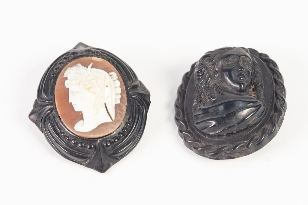 Lot 140 - VICTORIAN OVAL SHELL CAMEO BROOCH, carved with a classical female head, facing sinister in carved