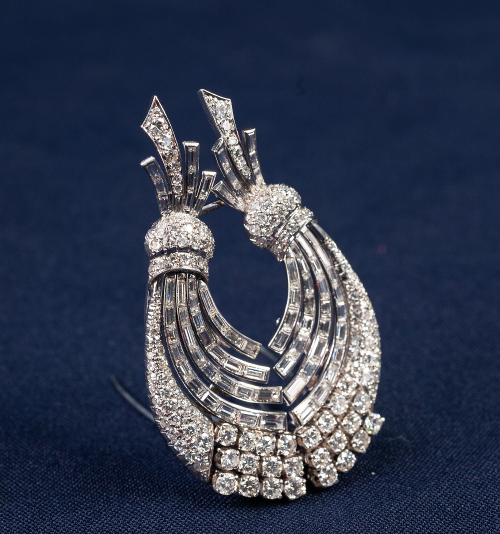 Lot 86 - WHITE GOLD AND DIAMOND DOUBLE CLIP BROOCH COMPOSED OF TWO CURVING SPRAYS SET WITH BRILLIANT,