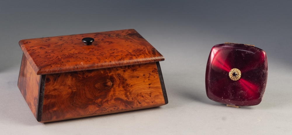 Lot 59 - BIRDS EYE MAPLE STYLISH OBLONG TRINKET BOX, with interior mirror AND A POWDER COMPACT (2)