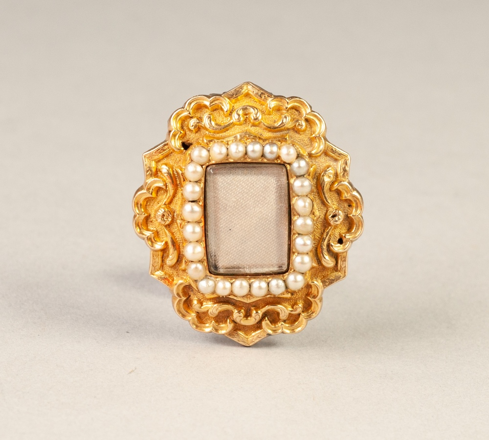 Lot 71 - VICTORIAN GOLD SHAPED OVAL BROOCH, the front repousse rococo scrolls on a matte background centred