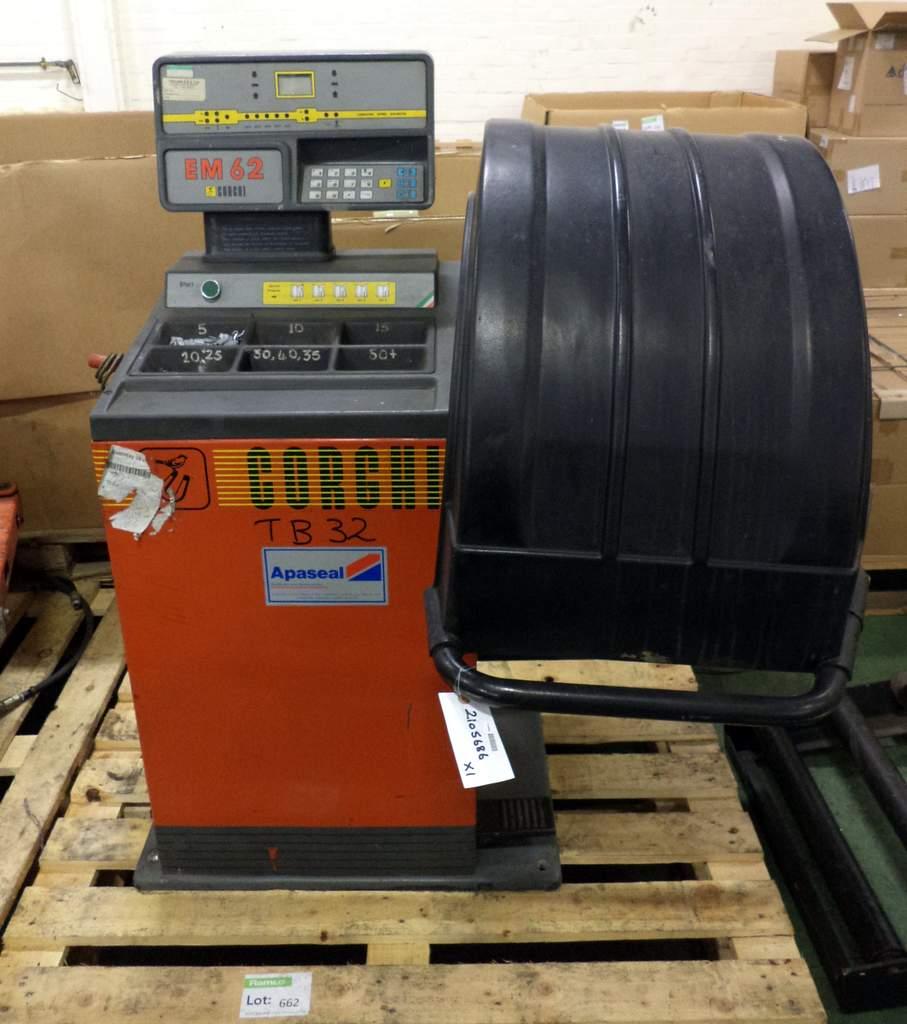 Lot 662 - Corghi EM62 wheel balancing machine
