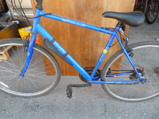Lot 9 - Apollo CX Bicycle