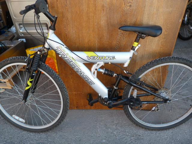 Lot 6 - Trespass Adventure Dual Suspension Mountain Bike