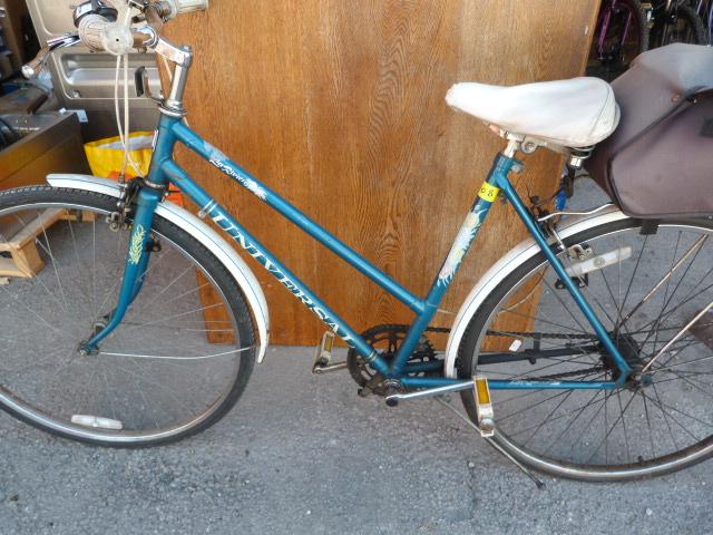 Lot 10 - Girl's Universal Riviera Bicycle