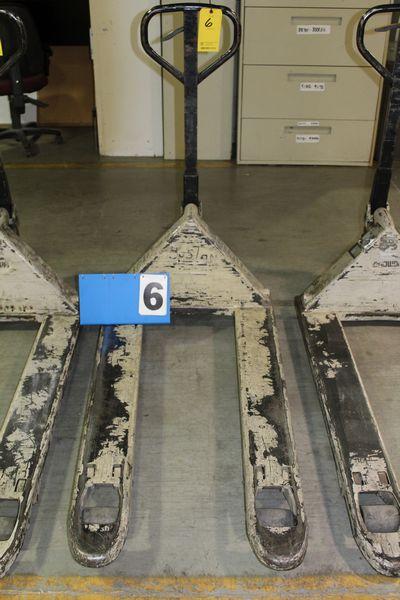 Lot 6 - CROWN PALLET JACK, 5000 LB CAP