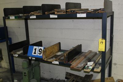 Lot 19 - ASST KNIVES ON SHELF W/ SHELF