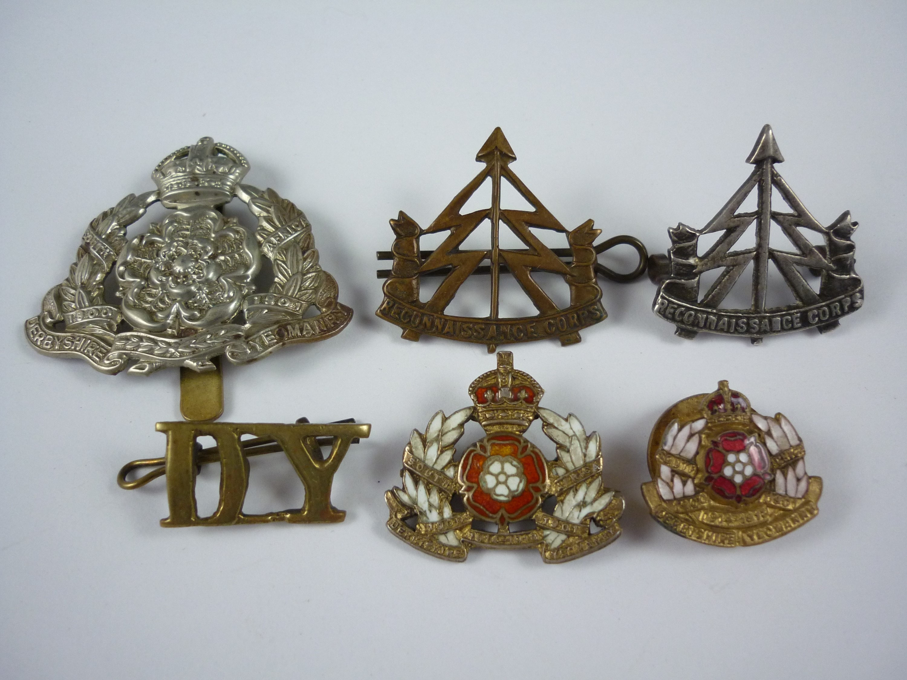 Lot 45 - Derbyshire Yeomanry insignia including an enamelled silver sweetheart brooch, together with two