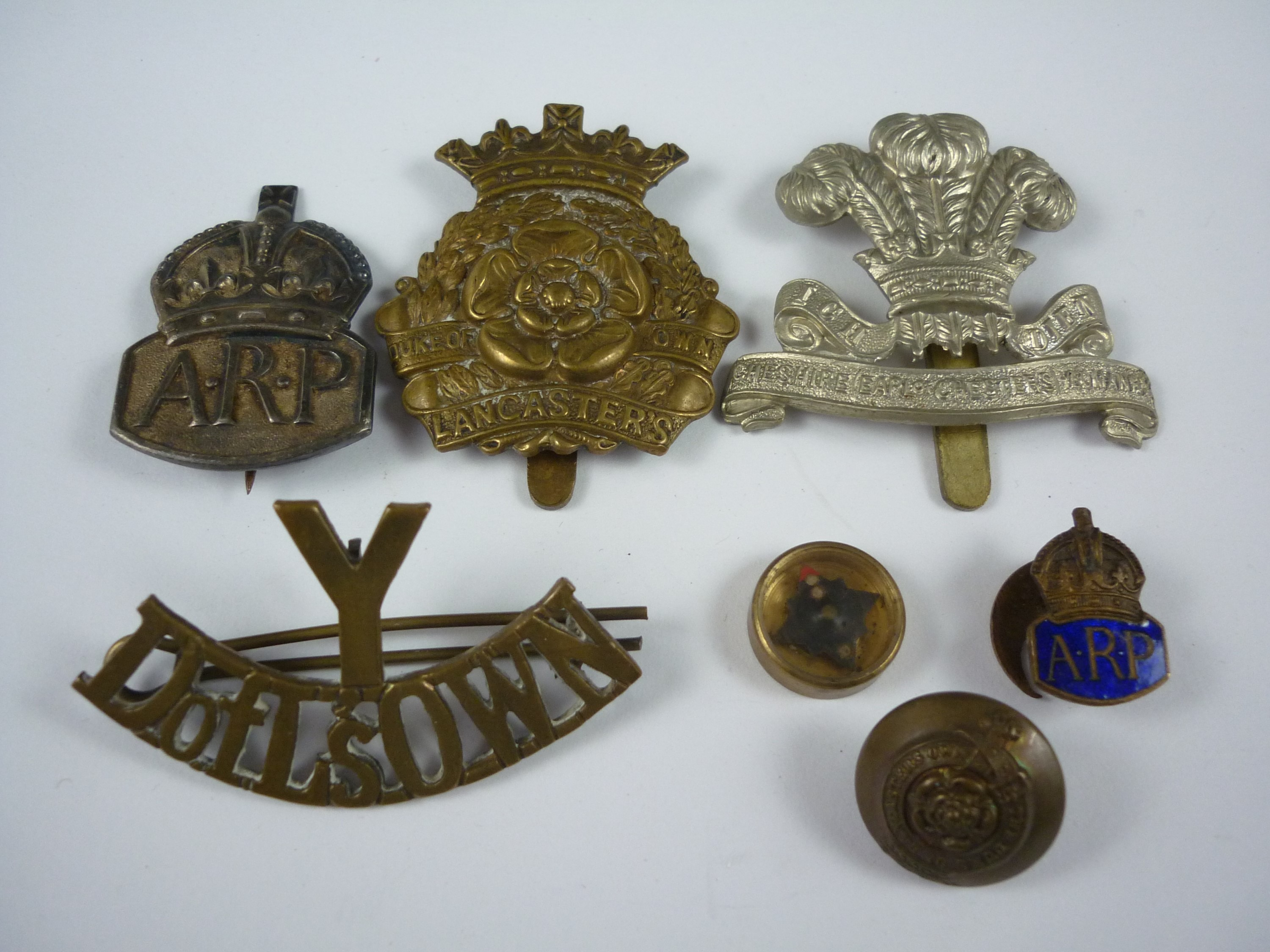 Lot 40 - A small group of British Army insignia and an escape and evasion compass, including a Duke of