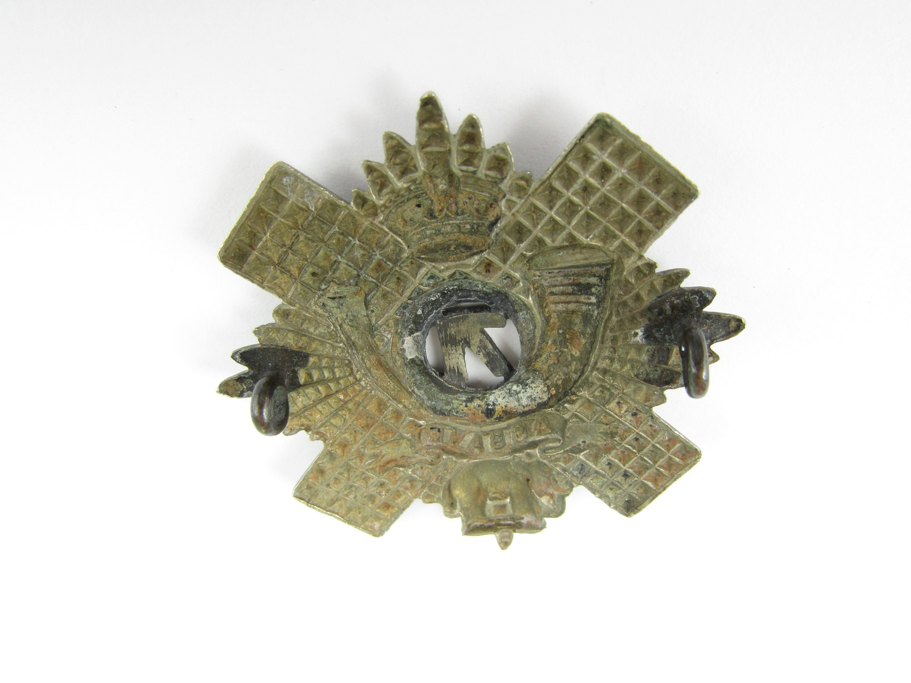 Lot 33 - A 71st (Highland) Regiment of Foot Piper's glengarry badge