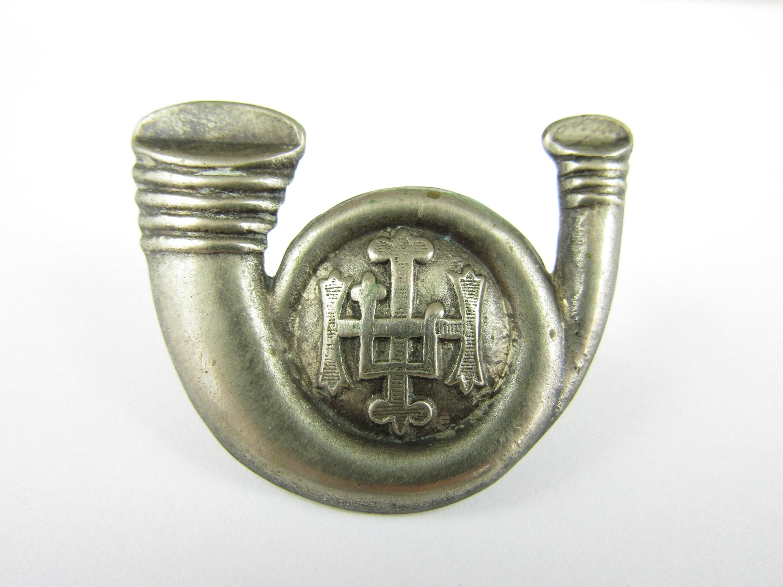 Lot 37 - An HLI bugle badge