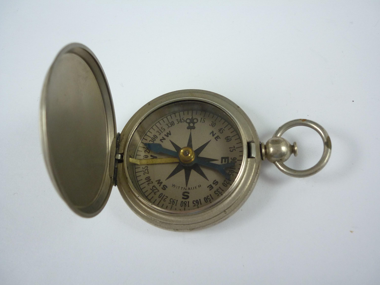 Lot 49 - A US Army pocket compass