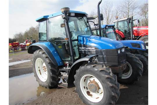 New Holland TS110 Dual Power Tractor with Air Con  Reg  No  W934 BOT