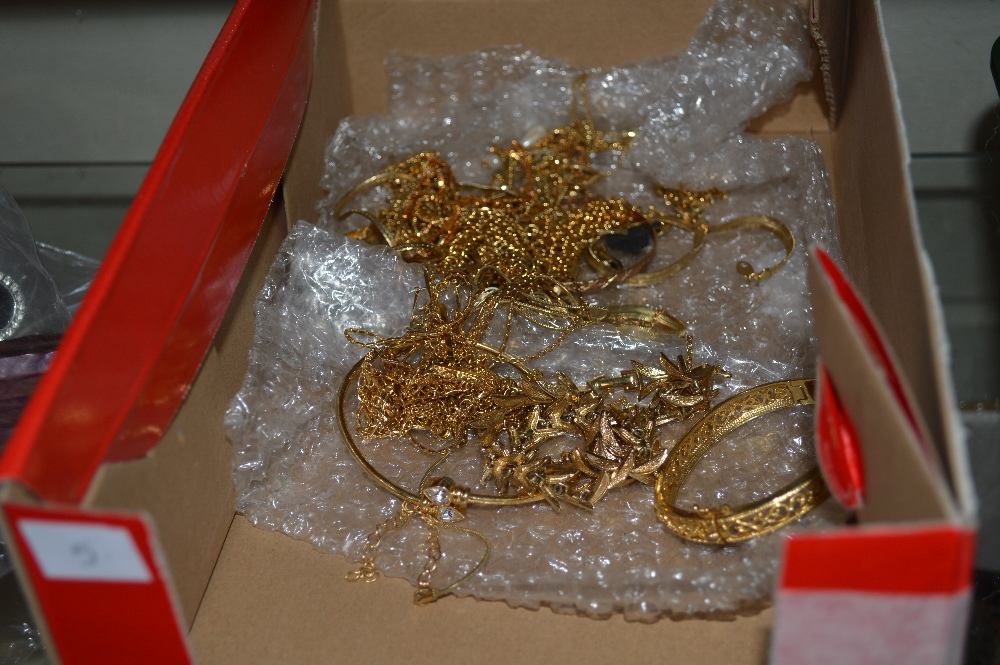 Lot 57 - A quantity of various yellow metal necklaces and b