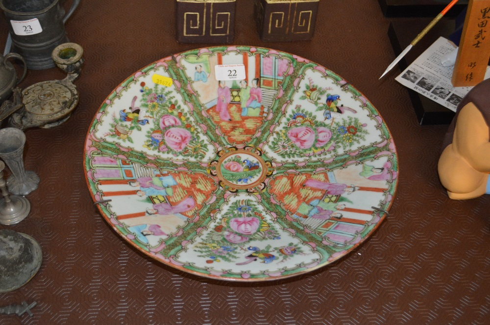 Lot 22 - A Chinese Canton figural decorated plate